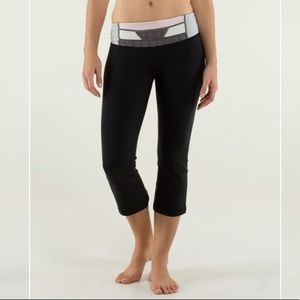 Lululemon Gather and Crow Crop Black/Quilt